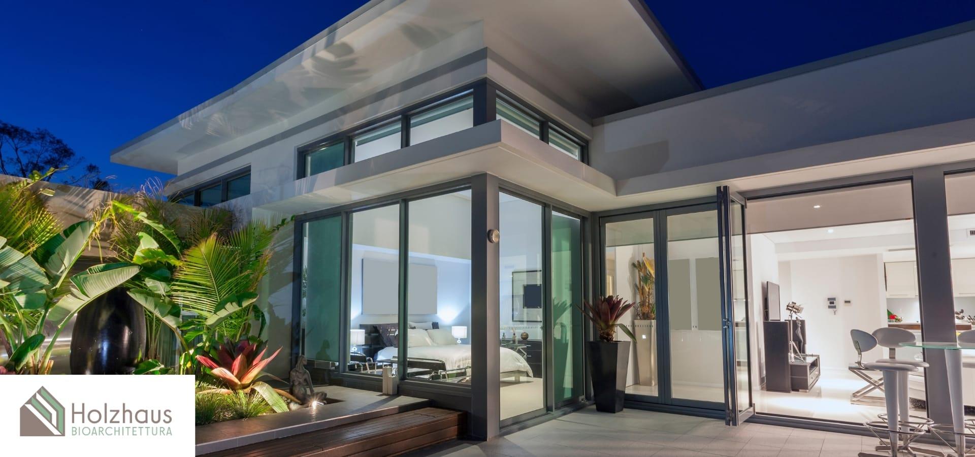 Progettazione moderna con open space e grandi finestre